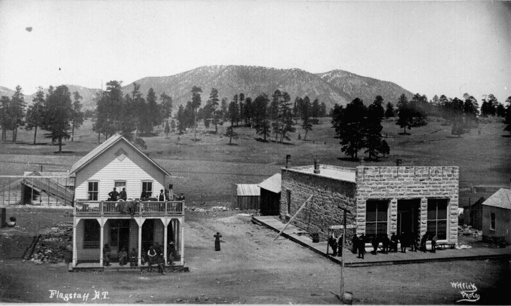 Flagstaff AZ ca. 1899 1024x614 - Old Town Road: conheça as charmosas cidades dos EUA que lembram a música de Lil Nas X